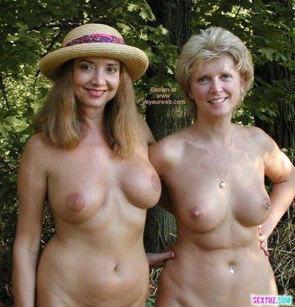 фото голые мамы и голые дочки на природе