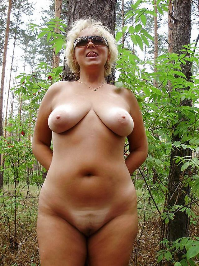 порно фото женщина на природе